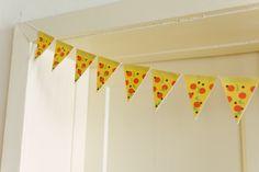 DIY pizza garland (+free printable)
