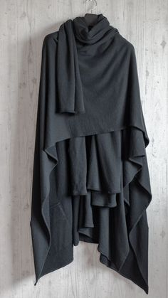 <3 this cloak. Could not find an original posting of it.