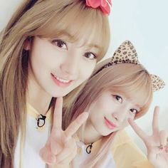 omg i thought they twins :'3 . . . Its momo and jihyo . . . #Twice_4_once#TwiceTagram#Chaeyoung#Jihyo#Dahyun#Momo#Mina#Nayeon#Sana#jeongyeon#Tzuyu#Cheerup#Once#Twice
