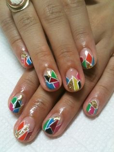 nail artist gives awesome shortcut for how to do these shapes http://www.small-good-things.com/archives/3277