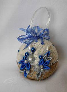 Christmas Balls, Christmas Diy, Christmas Decorations, Christmas Ornaments, Holiday Decor, Ribbon Art, Scrappy Quilts, Christmas 2017, Balls