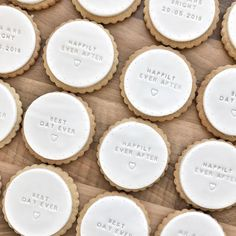 The Kitsch Hen creates beautiful personalised biscuits for your wedding. They use local and organic ingredients too. Personalised Biscuits, Personalized Cookies, Personalized Wedding, Fondant Cookies, Sugar Cookies, Cupcakes, Baby Cookies, Heart Cookies, Valentine Cookies