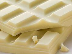 Aunque sabemos que técnicamente no es chocolate, lo consumimos como si fuera ya que su sabor es muy similar.   ¿Sabes qué es lo que lo hace tan atractivo? http://elgour.me/1T1LgJ7  #elgourmet #LaComidaNosUne #Notas