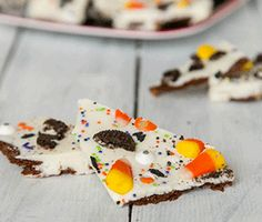 Brownie Brittle Halloween Bark - created by Erin of DinnersDishesandDesserts.com - recipe at http://browniebrittle.com/recipes-all/