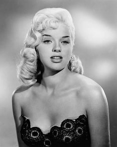 Diana Dors cinema-classico-atrizes 2012 Romance movies, movie release dates. A complete list of Romance movies in 2012 Classic Actresses, British Actresses, Hollywood Actresses, Beautiful Actresses, Actors & Actresses, Classic Movies, Hollywood Hills, Hollywood Glamour, Hollywood Stars