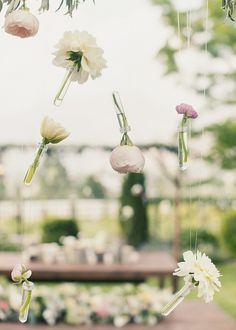 La magia de las flores colgando