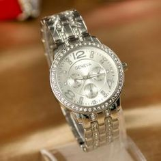 Woman steel watch with rhin..