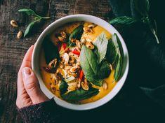 Liemessä-ruokablogi Ravioli, Mozzarella, Thai Red Curry, Plant Based, Chili, Ethnic Recipes, Food, Lasagna, Chile