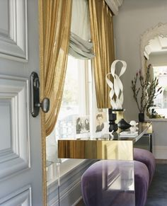 brass & acrylic console with gold curtains Design Entrée, House Design, Design Hotel, Style At Home, Veranda Interiors, Decoracion Vintage Chic, Gold Curtains, Living Spaces, Living Room