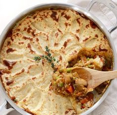 A colorful vegetable medley, protein filled lentils, and a rich brown gravy make this Vegetarian Shepherd's Pie just as satisfying as its beef counterpart. Vegetarian Dinners, Vegetarian Recipes, Cooking Recipes, Healthy Recipes, Vegetarian Italian, Cheap Recipes, Budget Recipes, Fast Recipes, Budget Meals