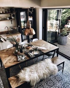 Everything in this place is incredible! ▫️▫️▫️ Those white dining chairs are Funky SideChairs from… Everything in this place is incredible! ▫️▫️▫️ Those white dining chairs are Funky SideChairs from… Decor, House Design, Industrial House, Interior, Dining Room Design, Home Decor, House Interior, Interior Design, Industrial Home Design
