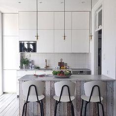 KÖK - ett helt underbart kök, helt i min smak. Till salu och stylat av @designtherapy.se ✨