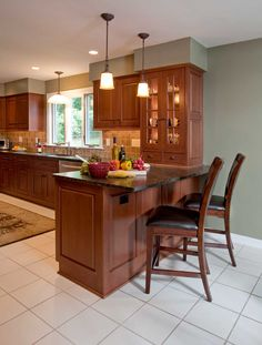 Transitional Kitchen Design.  Simple & practical kitchen.