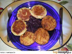 Plněné bramborové placky se zeleninovou směsí a tvarůžkem Pancakes, Breakfast, Food, Red Peppers, Morning Coffee, Essen, Pancake, Meals, Yemek