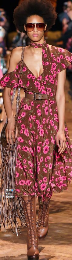 Michael Kors Fall19 African Inspired Fashion, Africa Fashion, Star Fashion, Boho Fashion, Fashion Design, Boho Designs, Casual Chic, Dress To Impress, Blouses For Women