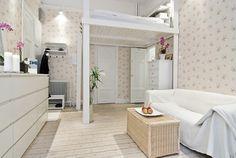 lit mezzanine adulte dans le mini studio moderne