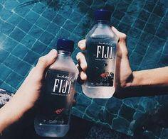 Fiji is life Ft Tumblr, Tumblr Food, Jugo Natural, Agua Mineral, Fiji Water Bottle, Water Water, Water Bottles, Diy Food, Art Music