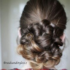 A quick and easy heatless updo  Click the link in my bio for a tutorial   #updo #upstyle #hairup #hairpostz #hairfeed #fashion #beauty #braids #style #tutorial #hairinspo #hairgreats #instalike #peinadosvideos #tartecosmetics #youtube #selfie  #hairtips #beauty #hair