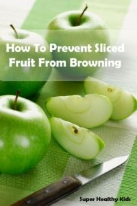 How to Prevent Sliced Fruit From Turning Brown - Here are our best tips for keeping sliced fruit from browning! Fruit Recipes, Snack Recipes, Cooking Recipes, Healthy Recipes, Cooking 101, Healthy Food, No Cook Meals, Kids Meals, Brown Recipe