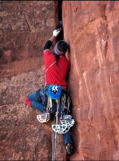 Devin Finn Trad Climbs with Blue Five Tooth Monster Chalk Bag by Crafty Climbing @craftyclimbing