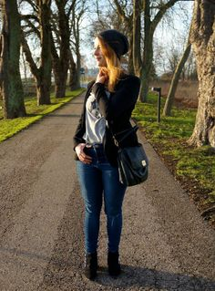A blazer, ripped jeans and a beanie: http://www.kathrinerostrup.dk/2014/01/a-blazer-ripped-jeans-and-a-beanie/