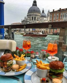 Photography breakfast around the world in 2019 travel, luxury travel, trave Luxury Food, Luxury Travel, Travel Aesthetic, Aesthetic Food, Comida Picnic, Breakfast Around The World, Picnic Date, Reisen In Europa, Think Food