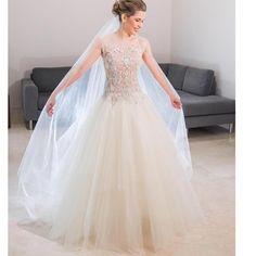 Forks&Brides — Stunning bride in a @beatrizcamacho3 gown ...