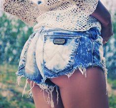 Torn jean beach shorts Blouse NEW LOOK |Jeans ZARA + DIY |Shoes ZARA | Bracelets H, CHANEL    Blouse BENETTON |Trousers BURBERRY | Shoes GEOX