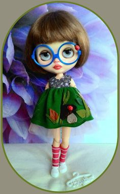 Adorable 5 pieces Blythe outfit* dress* eyeglasses* shoe* dresshanger* sock*