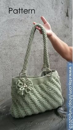 Melhores Patterns: Download imediato Diagonal Textured Bolsa com Bullion Flower - Crochet Pattern