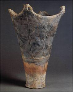 Late Jomon deep bowl.earthenware. late jomon: 1500-1000bce nirakubo sire, aomori prefecture.