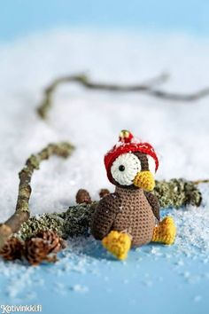Jouluamigurumi - virkkaa jouluksi söpö varpunen. Cute crocheted Christmas sparrow Kuva/pic Timo Villanen #amigurumi #christmasdecorations #christmaspresentsdiy