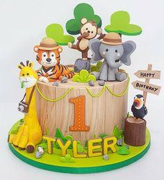 Animals on Safari Birthday Cake Jungle Birthday Cakes, Jungle Safari Cake, Jungle Theme Cakes, Safari Theme Birthday, Animal Birthday Cakes, Safari Cakes, Novelty Birthday Cakes, Cake Birthday, Jungle Party