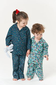 Make matching children's pyjamas this Christmas with the Poppy and Jazz Pomegranate Pyjamas Sewing Pattern. They are a classic pyjama with simplified details for mini people. The top features a notched collar, button front and chest pocket, while the bottoms are straight-legged with an elasticated waist for comfort. Pick out a fabric the lucky little one will love, or go for a festive feel. Whatever you choose they will make the perfect Christmas gift for kids. Who Is Poppy, Childrens Pyjamas, Sew Over It, Christmas Gifts For Kids, Handmade Clothes, Pomegranate, 6 Years, Cute Kids, Poppies