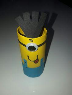 Minion toilet paper roll. Minion en rouleau de papier toilette.