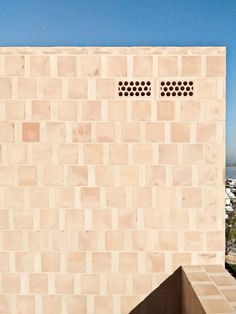 In Can Picafort, in front of the sea, Ted'A arquitectes experimented variations of brickworks homaging the quality of crafting. Brick Architecture, Architecture Details, Interior Architecture, Ted, Can Picafort, Exterior Tiles, Terracota, Brick Patterns, Brick And Stone
