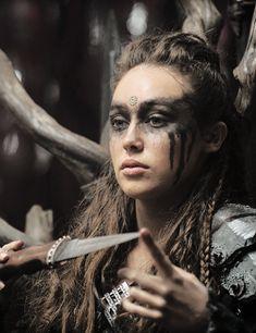 alycia debnam carey as commander lexa - such a badass
