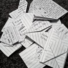 Lots of Lists: 8 Fun Ways to Fold Notes or Letters! feels good to manipulate a simple piece of paper in some special way for someone. i love it!