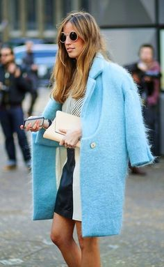 What a beautiful soft bright light blue coat street style Fashion Blogger Style, Look Fashion, Winter Fashion, Womens Fashion, Fashion Trends, Net Fashion, Fashion Spring, Street Fashion, Look Urban Chic