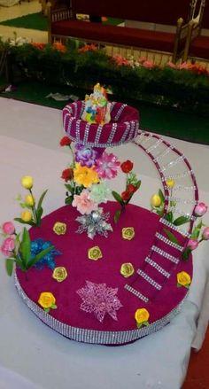 Wedding Gift Baskets, Wedding Gift Wrapping, Arti Thali Decoration, Indian Wedding Favors, Diwali Craft, Wedding Doll, Wedding Plates, Beautiful Rangoli Designs, Wedding Crafts