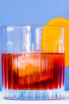 This classic negroni recipe is a one that every self-respecting cocktail buff should have in their repertoire. Italian Cocktails, Festive Cocktails, Summer Cocktails, Italian Chef, Italian Recipes, Yes Way Rose, Frozen Rose, Italian Summer