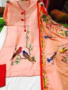 Saree Painting, Dress Painting, Fabric Painting, Hand Painted Sarees, Hand Painted Fabric, Embroidery Suits Punjabi, Embroidery Suits Design, Fabric Paint Designs, Fabric Design