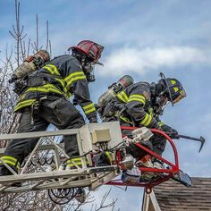 """FEATURED POST @firefightersmotive - """"Life takes on meaning when you become motivated set goals and charge after them in an unstoppable manner!"""" Les Brown (Photo Belongs To @erichurst_pio30) ___Want to be featured? _____ Use #chiefmiller in your post ... http://ift.tt/2aftxS9 . CHECK OUT! Facebook- chiefmiller1 Periscope -chief_miller Tumblr- chief-miller Twitter - chief_miller YouTube- chief miller . . . #firetruck #firedepartment #fireman #firefighters #ems #kcco #brotherhood #firefighting…"""