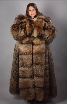Full skin raccoon fur coat- ThorGift.com - If you like it please buy some from ThorGift.com Chinchilla, The Animals, Strange Animals, Fur Fashion, Fashion Trends, Kimono Fashion, Fashion Bloggers, Style Fashion, Racoon