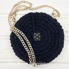Круглая сумочка в наличии 👑Фурнитура класса LUX!👑 отличное дополнение к вечернему образу 👑 цена 1600₽ #вяжудляВас #моимируками #текстильнаяпряжа #ручнаяработа