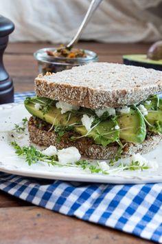 Avocado-Sandwich mit getrockneten Tomaten