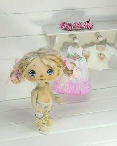 Мамы, Мамочки, Мамульки настоящие и будущие поздравляю вас- добрых улыбок, счастливых глазёнок, бесконечного умиления, безграничного терпения, богатырского здоровья вам и вашим деткам #деньматери #деньмамы #куклыеленывылегжаниной #текстильнаякукла #кукла #подарок #подарокнановыйгод #куклаизткани #мск #спб #россия #doll #dollstagram #clothdoll #handmadedoll