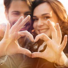 """¿Quieres saber si estáis """"en ese momento""""? Realiza el test de nuestro blog y ¡conoce si estáis en el momento perfecto para casaros! http://bit.ly/1Rp0YBD"""