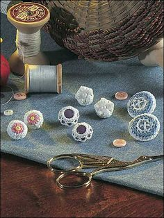 Quick & Easy Button Quartet - free crochet pattern by Isabelle Wolters at FreePatterns. Basic Crochet Stitches, Easy Crochet Patterns, Crochet Motif, Free Crochet, Dorset Buttons, Jewelry Roll, Crochet Coat, Crochet Buttons, Button Crafts