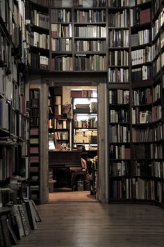 bookshelves - library, bookstore or home? Beautiful Library, Dream Library, Books And Tea, House Ideas, Personal Library, Home Libraries, Book Storage, Up House, Reading Room